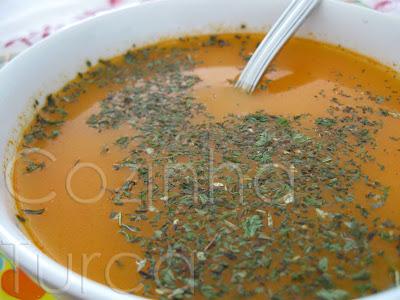 Sopa de Tomate com Massa Pevide (Naneli Şehriye  Çorbası)
