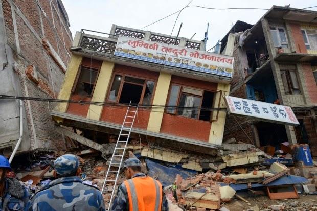 Numero de mortos chega 3.218 em terremoto no Nepal