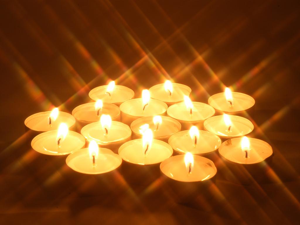 http://3.bp.blogspot.com/-PhYupBRZoD8/TkU2CdBZeMI/AAAAAAAAAEI/asCiUI9UVlQ/s1600/1156258798_1024x768_romantic-candle-light-wallpapers.jpg