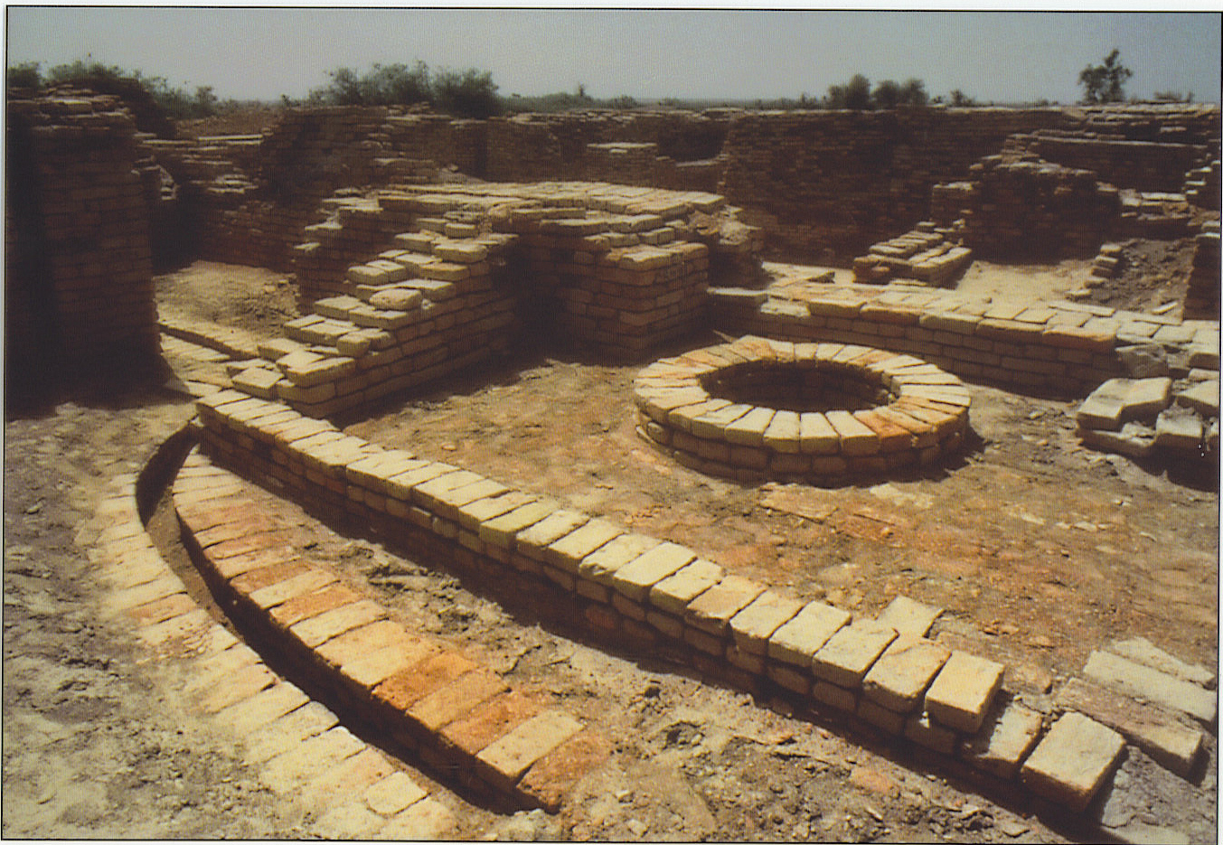 distinctive features of indus valley civilization essay indus valley civilization