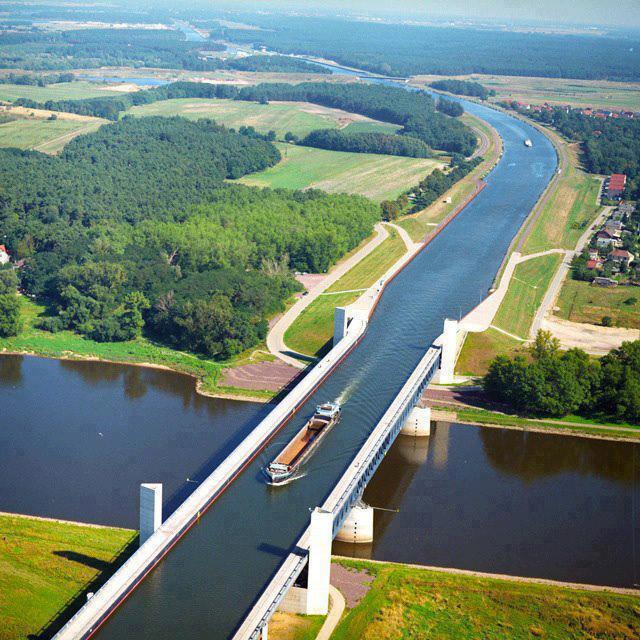 """""""Puentes de agua"""" acueducto navegable -Magdeburg Water Bridge- Alemania"""
