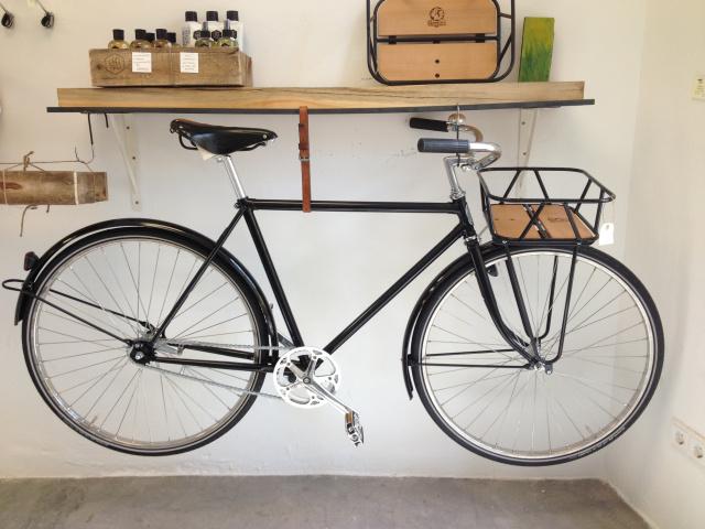 Arte y arquitectura decorar con bicis - Como organizar un trastero ...