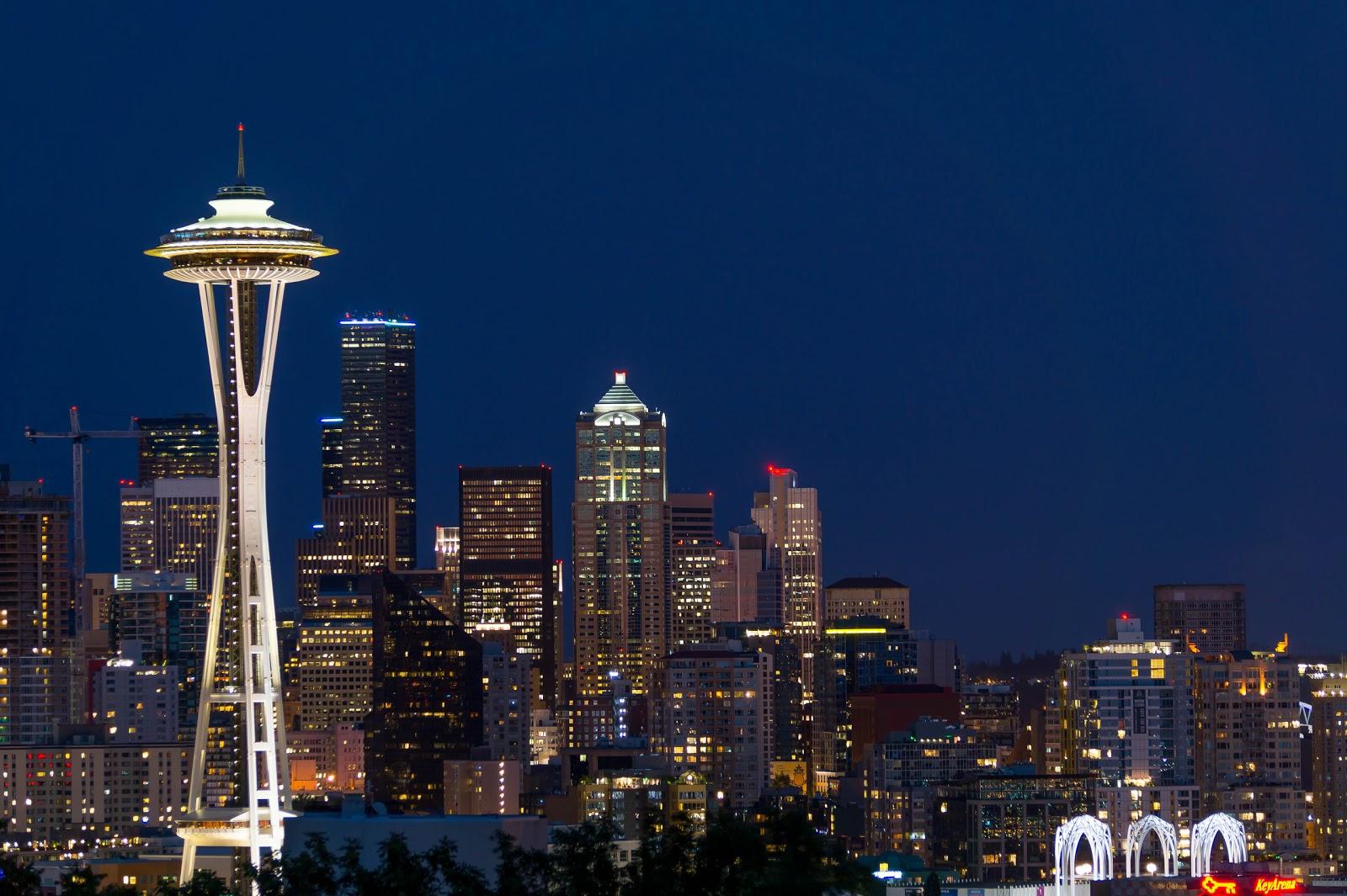 Сюда можно приехать днём, а так же стоит вернуться ночью ради восхитительной панорамы ночного города.
