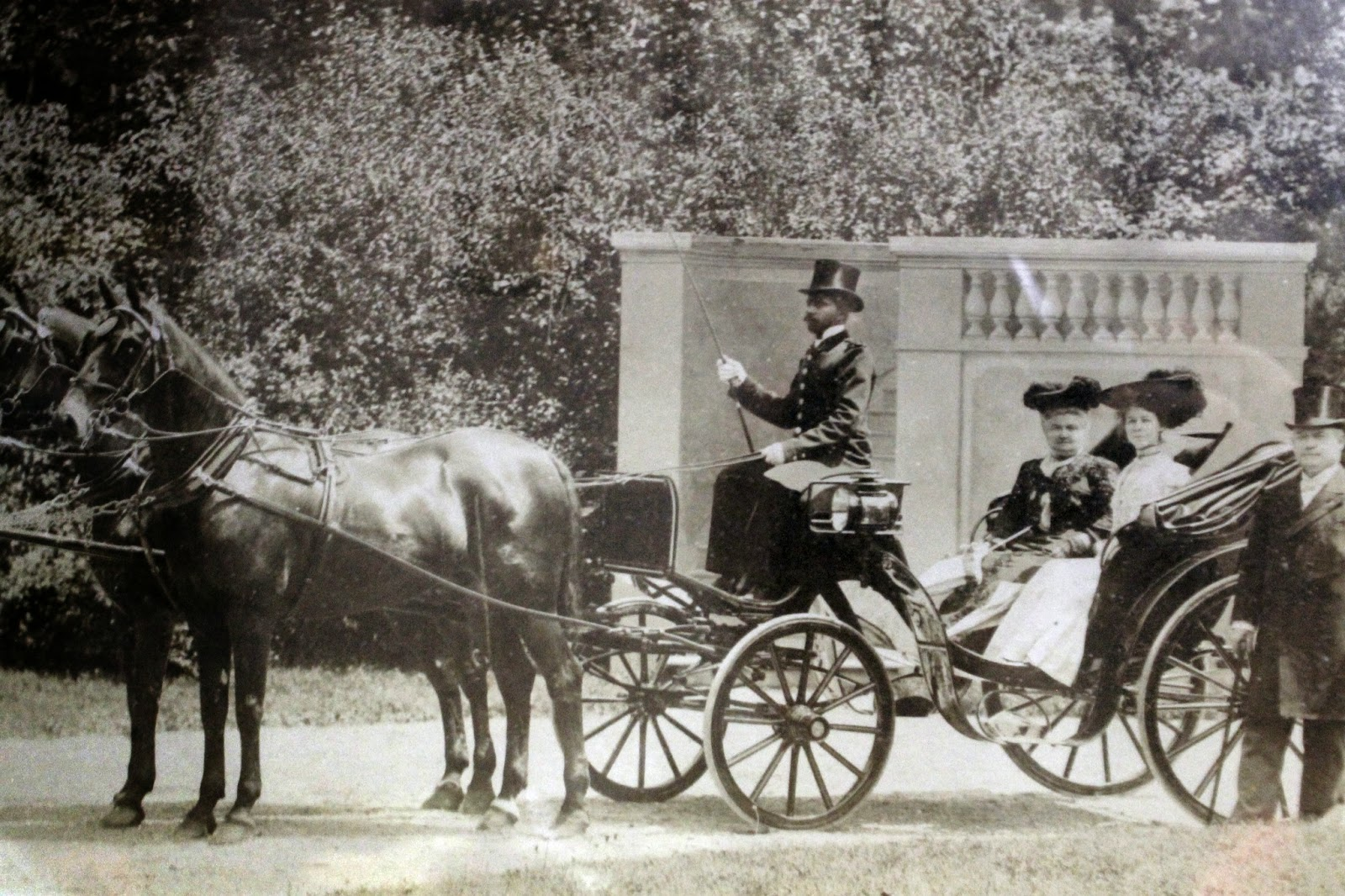 Indiana rush county - John K Gowdy At Far Right Wife Eve And Daughter Fanny In Coach Chaffeur Stephen Hordsbath And The Rush County Horses Paris France 1898