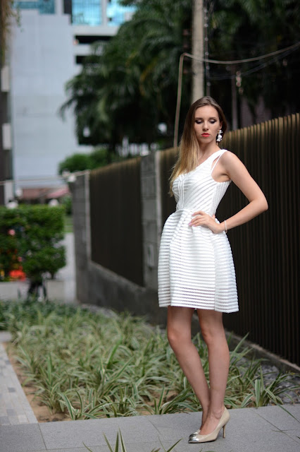 lost girl bangkok, lost in thailand, guess heels