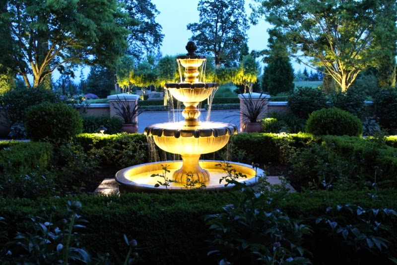 Creative ideas for outdoor garden lighting with decorative for Eclairage exterieur led solaire