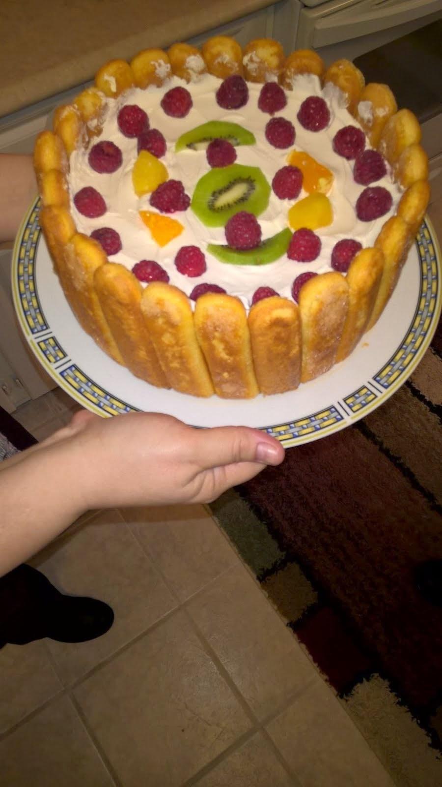 Party de Paști, cu tort făcut pe de-a-ntregul de Gabriela! Bun până la ultima felie, mulțam Gabi!
