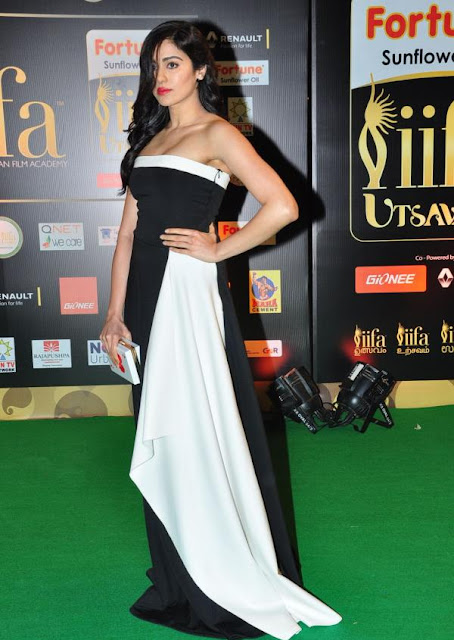 Adah Sharma Photos at IIFA Utsavam Awards 2016