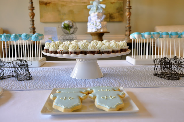 mini cupcakes on dessert table