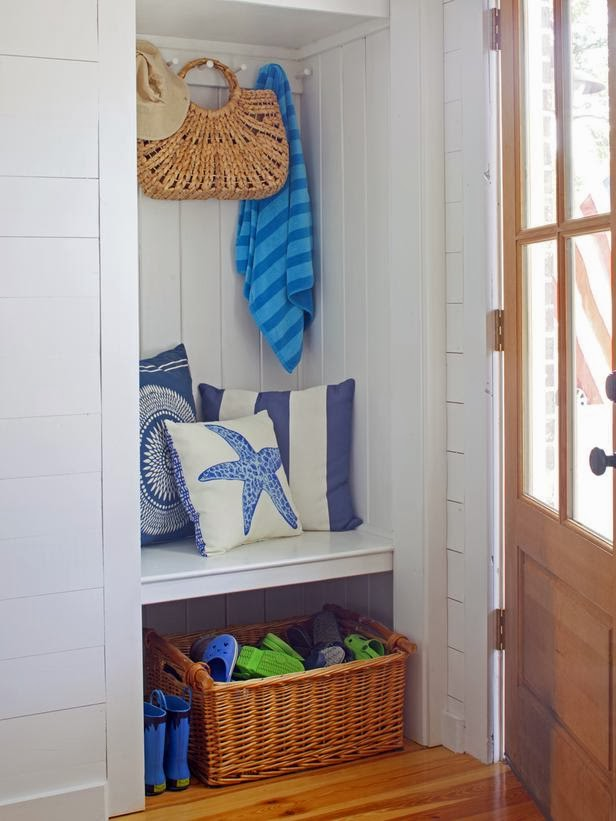 Small beach house entryway