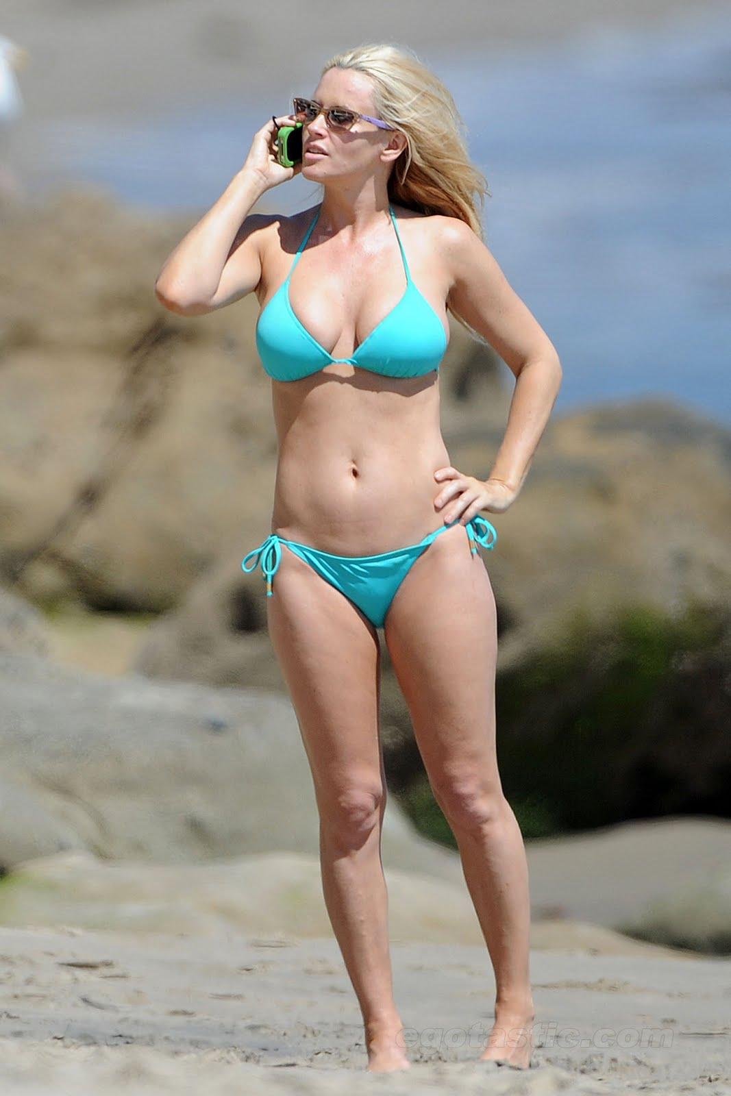 http://3.bp.blogspot.com/-PkVQMq7Xo4M/TmpVji6sbwI/AAAAAAAAHB4/gPcmpA-nFPw/s1600/jenny-mccarthy-bikini-malibu-08.jpg