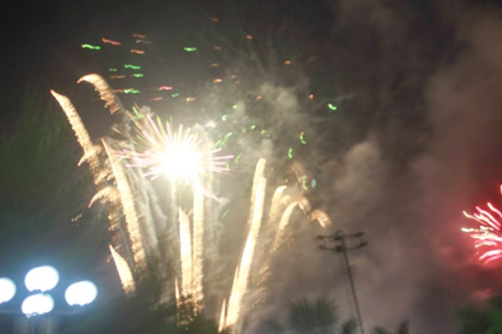 Warga Jember Rayakan Tahun Baru 2015 di Alun-alun Jember