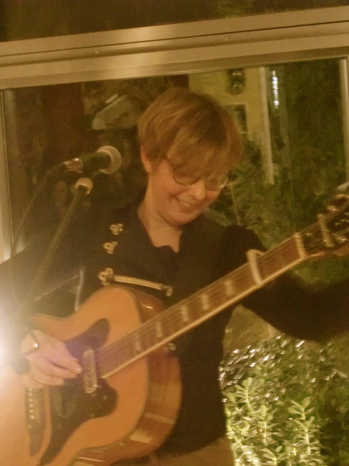 Wohnzimmerkonzert 52 In Der Waldstadt Mit Kirsty McGee Datum 19 Oktober 2014 Dauer 90 Min Zuschauer 20