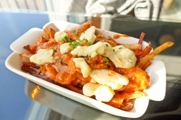 Butter Chicken Poutine - Ottawa Kanata Aperitivo
