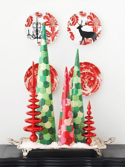Arbol de Navidad de mesa en cartulina (reciclaje)