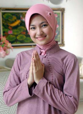 Artis Indonesia Paling Cantik Saat Berjilbab