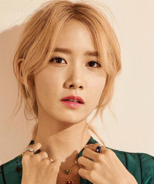 Yoona blonde hair bun