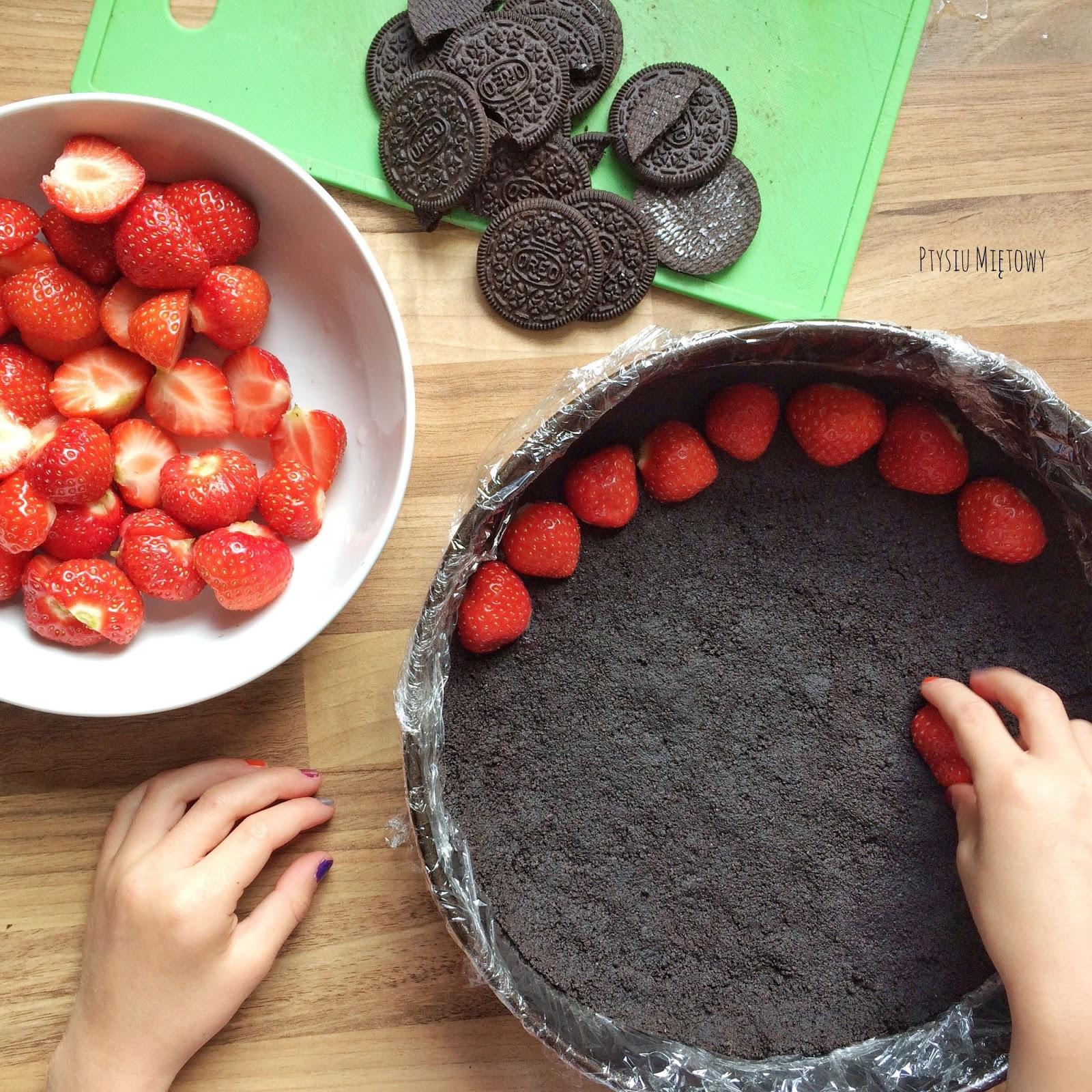 Ptysiu Miętowy truskawki maliny jagody czeresnie oreo tort ciasto biala czekolada