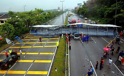 Bumbung Jejentas Di Lebuh Raya Runtuh Lalu Menghempap 2 Kereta dan Sebuah Lori