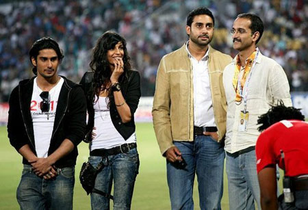 'Dum maaro Dum' cast enjoys IND vs SA World Cup Match in Nagpur