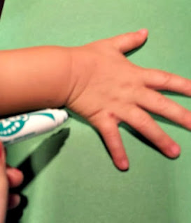 tracing a kids hand with a marker