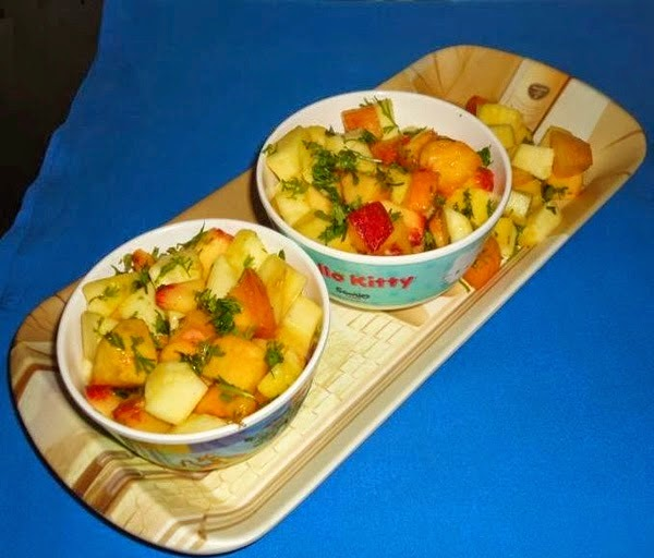 Fruit chaat in serving bowls