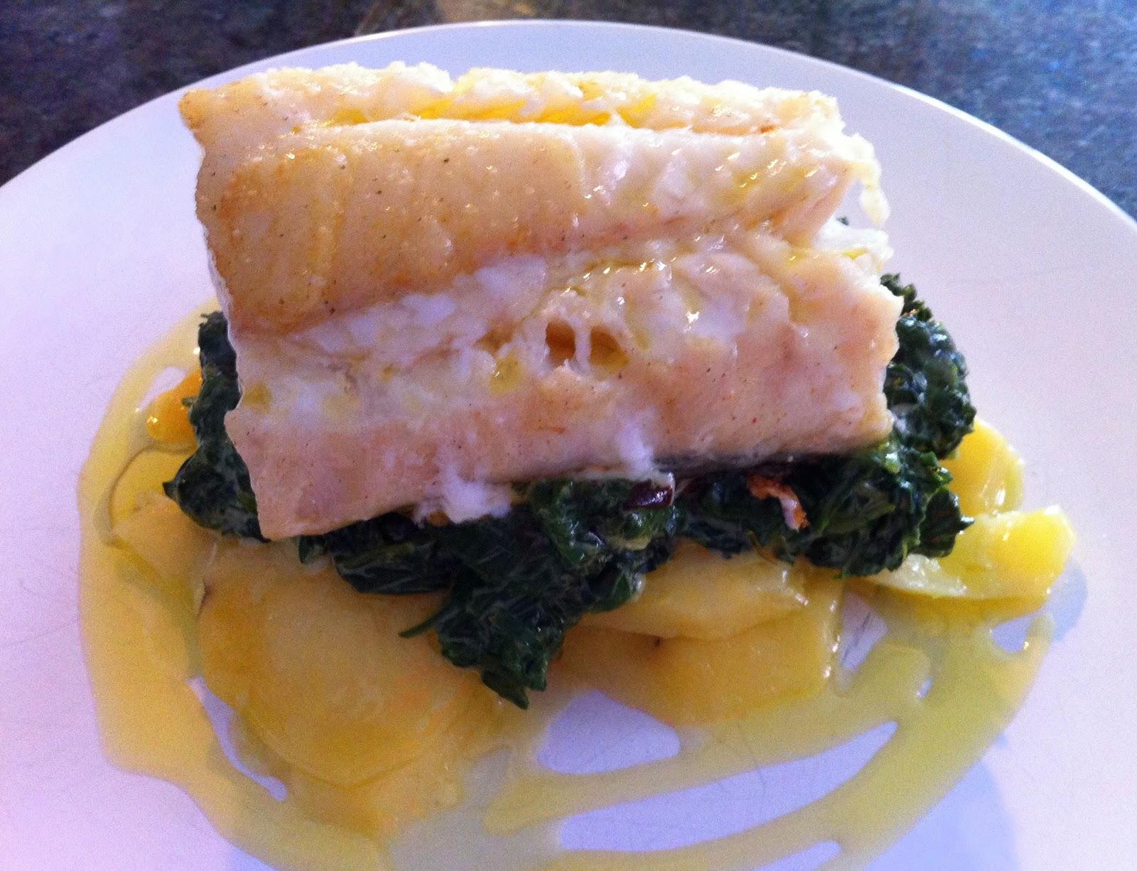 Canela en rama lomo de bacalao sobre patatas y espinacas - Cocinar bacalao congelado ...