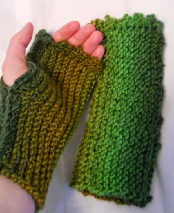 http://www.ravelry.com/projects/gizmo098/side-mitts