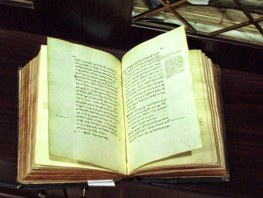 Σπάνια βιβλία από την βιβλιοθήκη της παρουσίασε η Εύξεινος Λέσχη Ποντίων Νάουσας σε τηλεοπτική εκπομπή