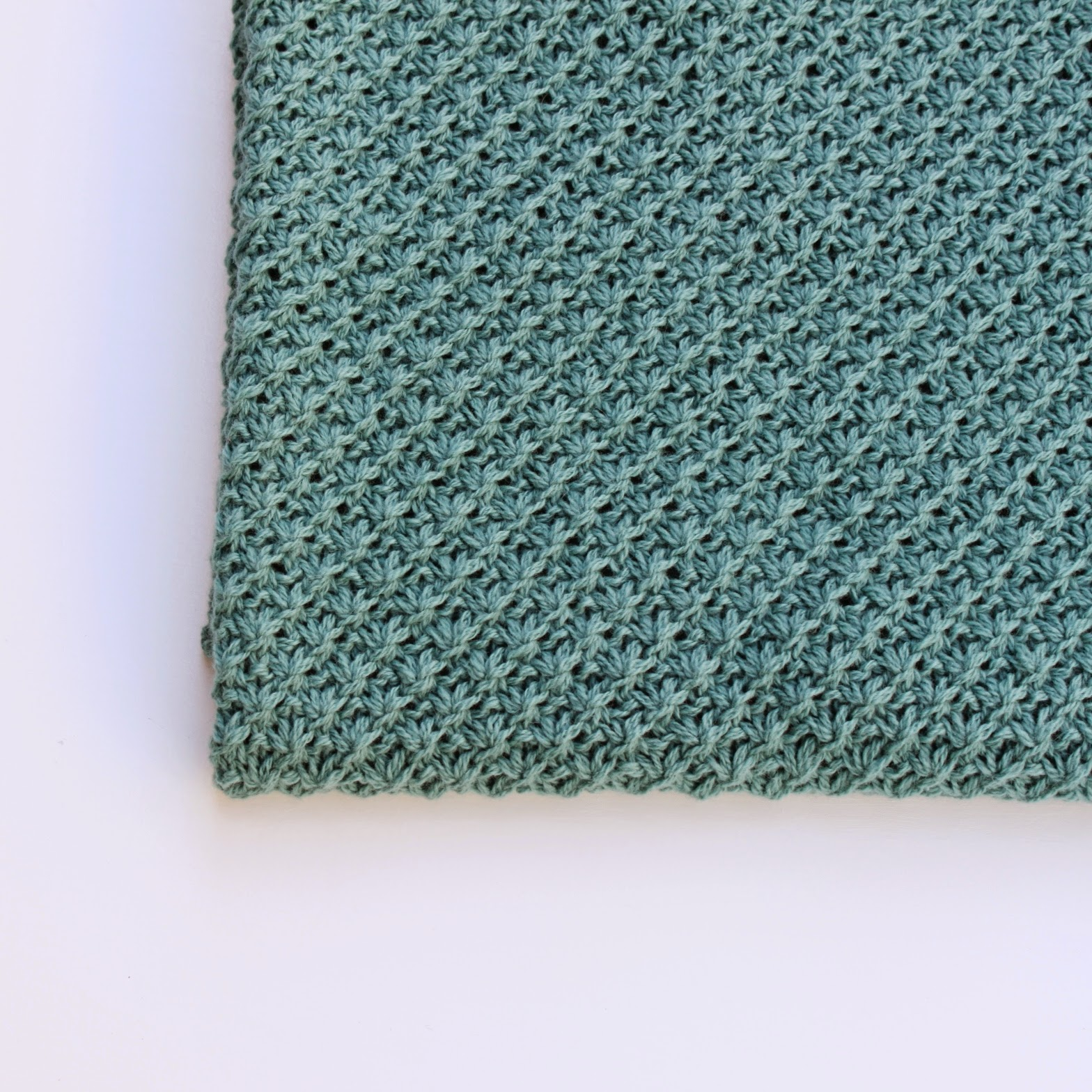 slumretæppe strikket
