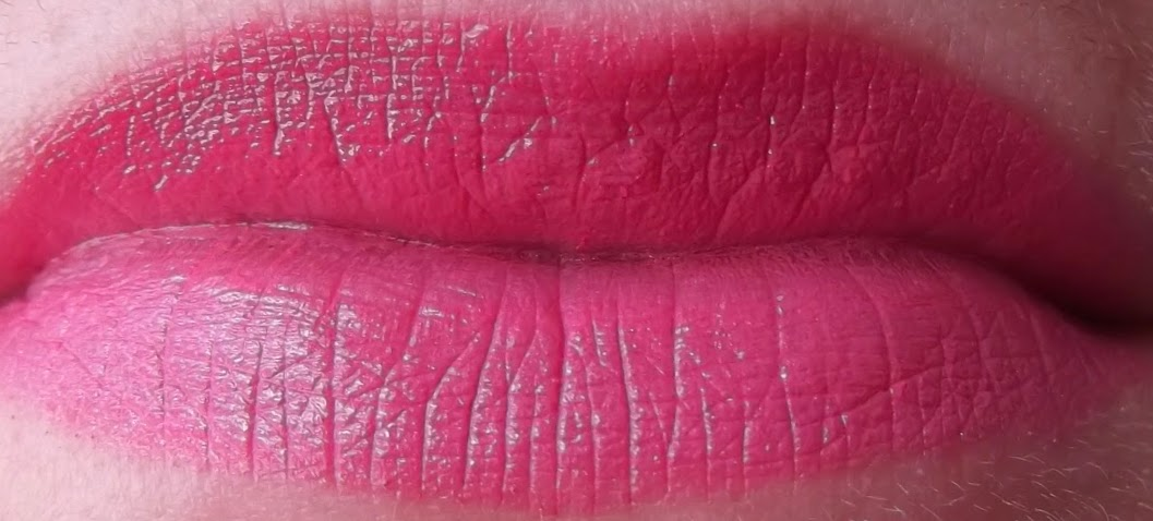 MAC chatterbox swatch on lips