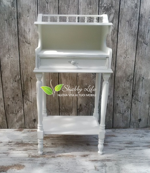 recupero creativo mobiletto shabby chic all white visto di fronte
