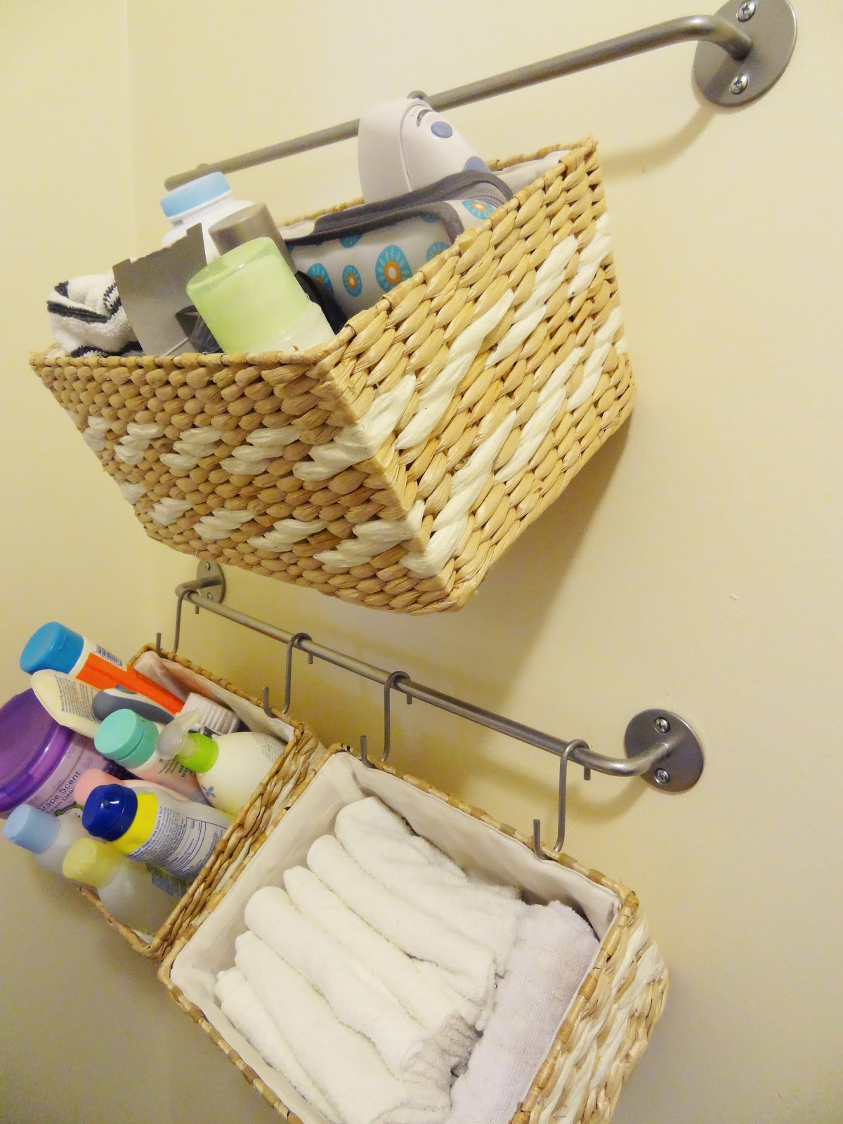 diy hanging bathroom storage baskets revamp homegoods. Black Bedroom Furniture Sets. Home Design Ideas