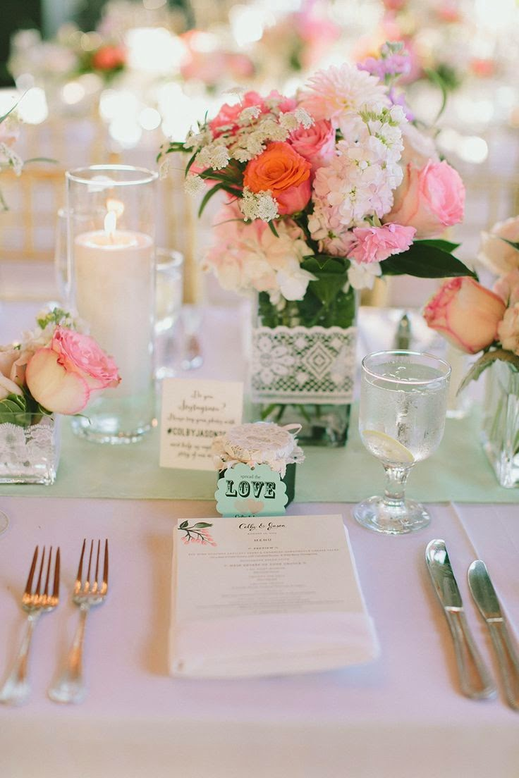 Beautiful bridal coral cream and mint green weddings for Idee deco table