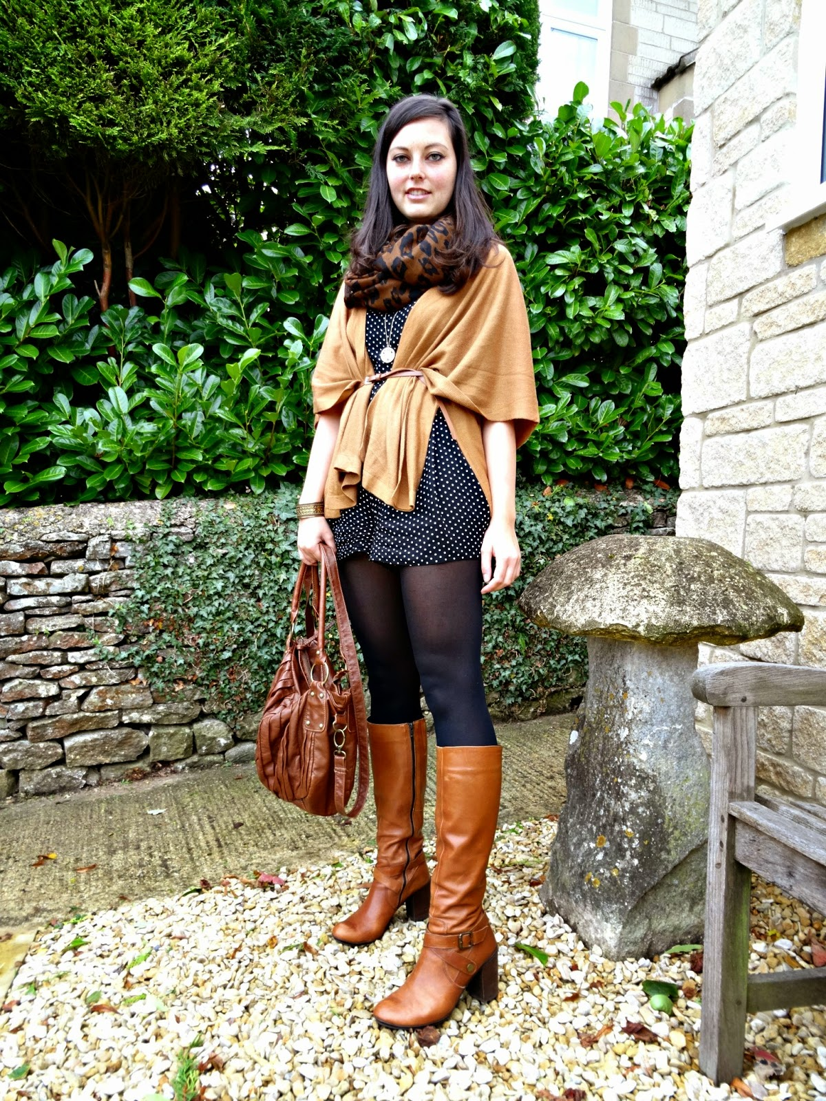 Autumn fashion post in the cotswolds