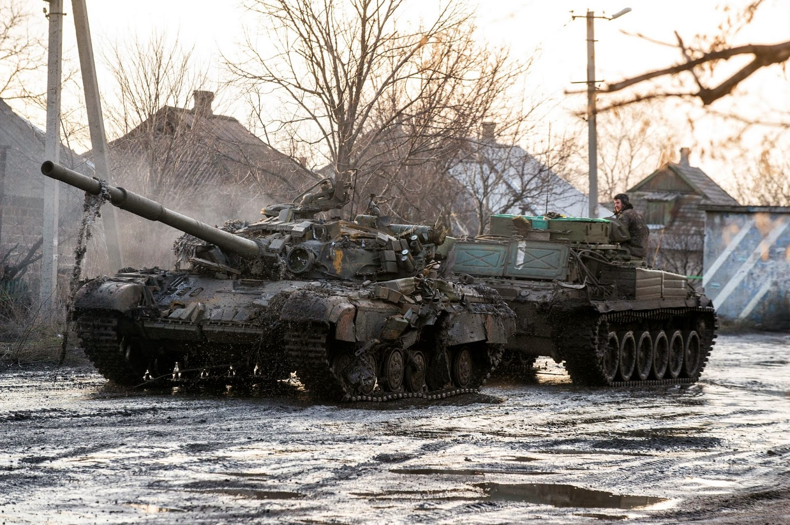 Sobre los T-64 y su desempeño en Ucrania T-64BV%2Bda%C3%B1ado