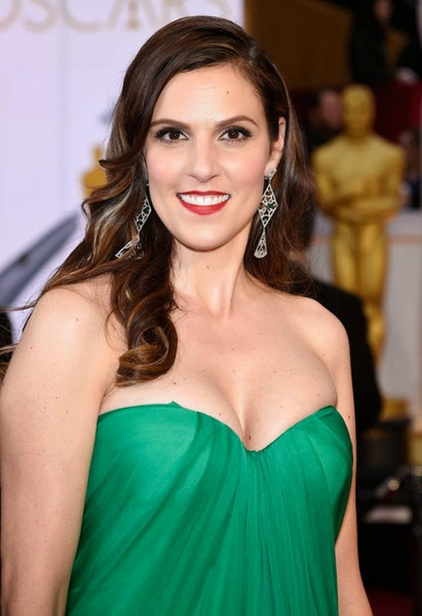 Do you ever concerning about a greatest film, The American Sniper? The movie who directed by Clint Eastwood and starring by Bradley Cooper and Sienna Miller.  Ya, Taya Kyle is the reality wife of Chris Kyle and during the 87th Annual Academy Awards in Hollywood on Sunday, February 22, 2015, she deputized those terrific film.