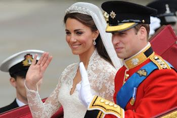 saludan. ya marido y mujer William y Kate se encaminan al Palacio Real