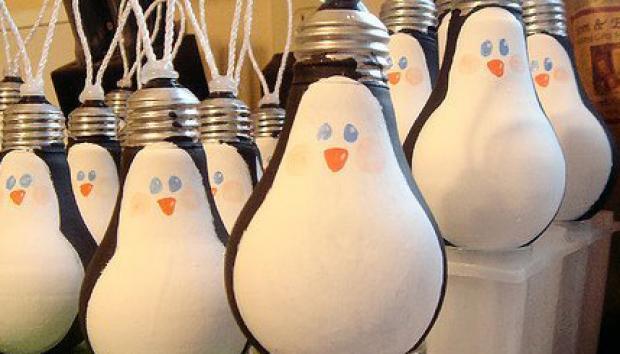 decoracao para lampadas: : Saiba como reaproveitar lâmpadas e tecidos na decoração de Natal