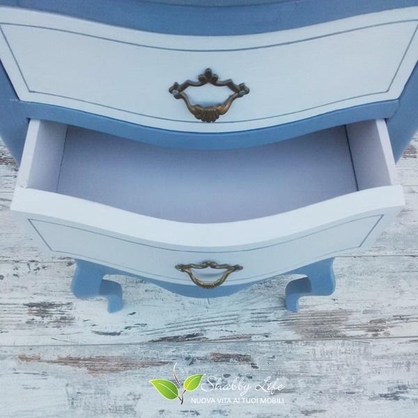 interno di un cassetto ricolorato
