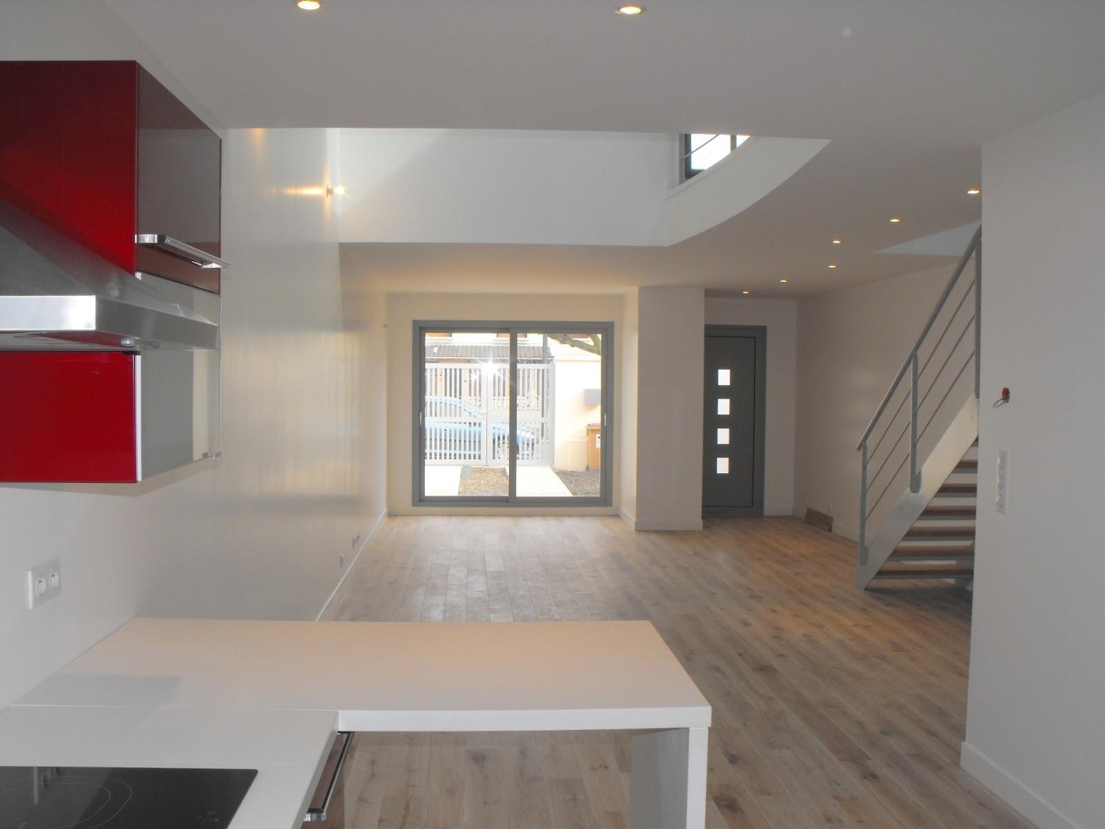 Vente d 39 une maison type loft montreuil for Parquet salon cuisine