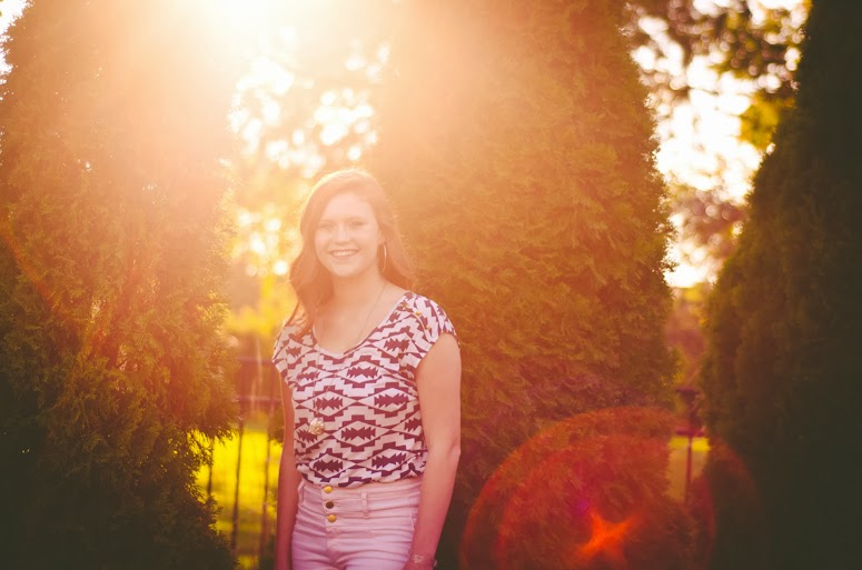 fort wayne photographer teen girl on location in downtown park