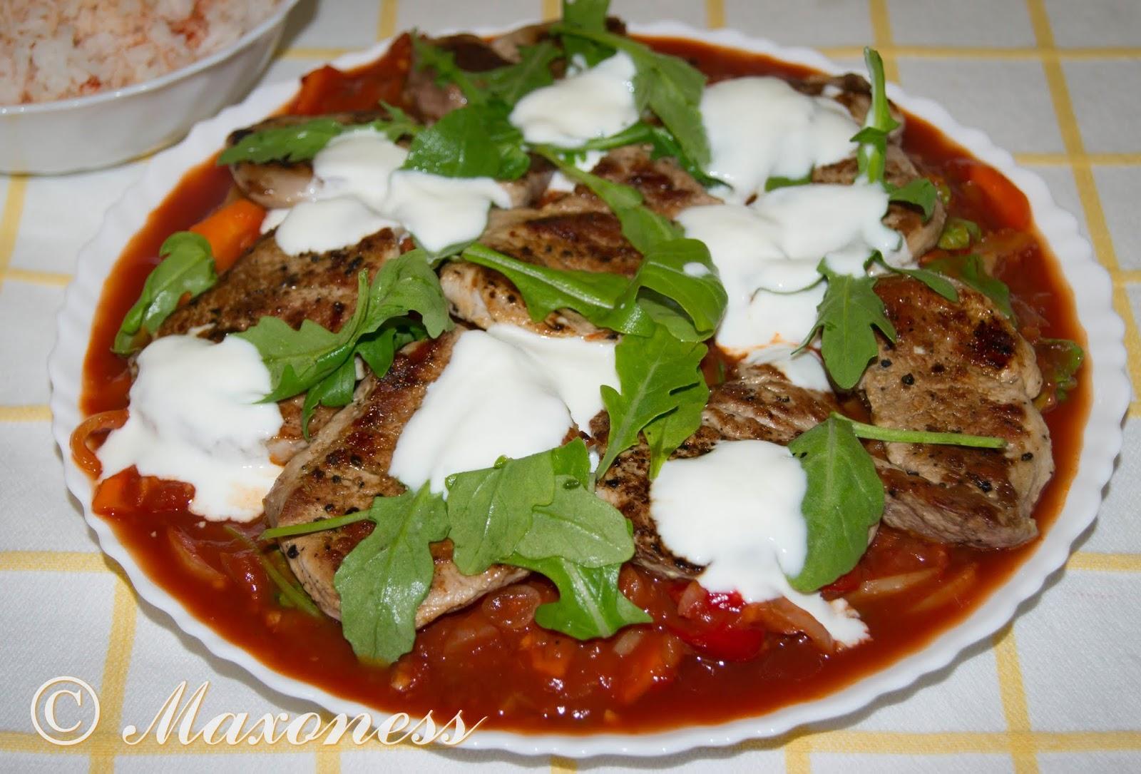 Свиные стейки, венгерский перечный соус и рис от Джейми Оливера
