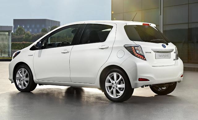 Toyota Yaris HSD (ibrida) - tre quarti posteriore
