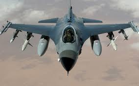 Gambar Pesawat Tempur F-16 Fighting Falcon dari depan