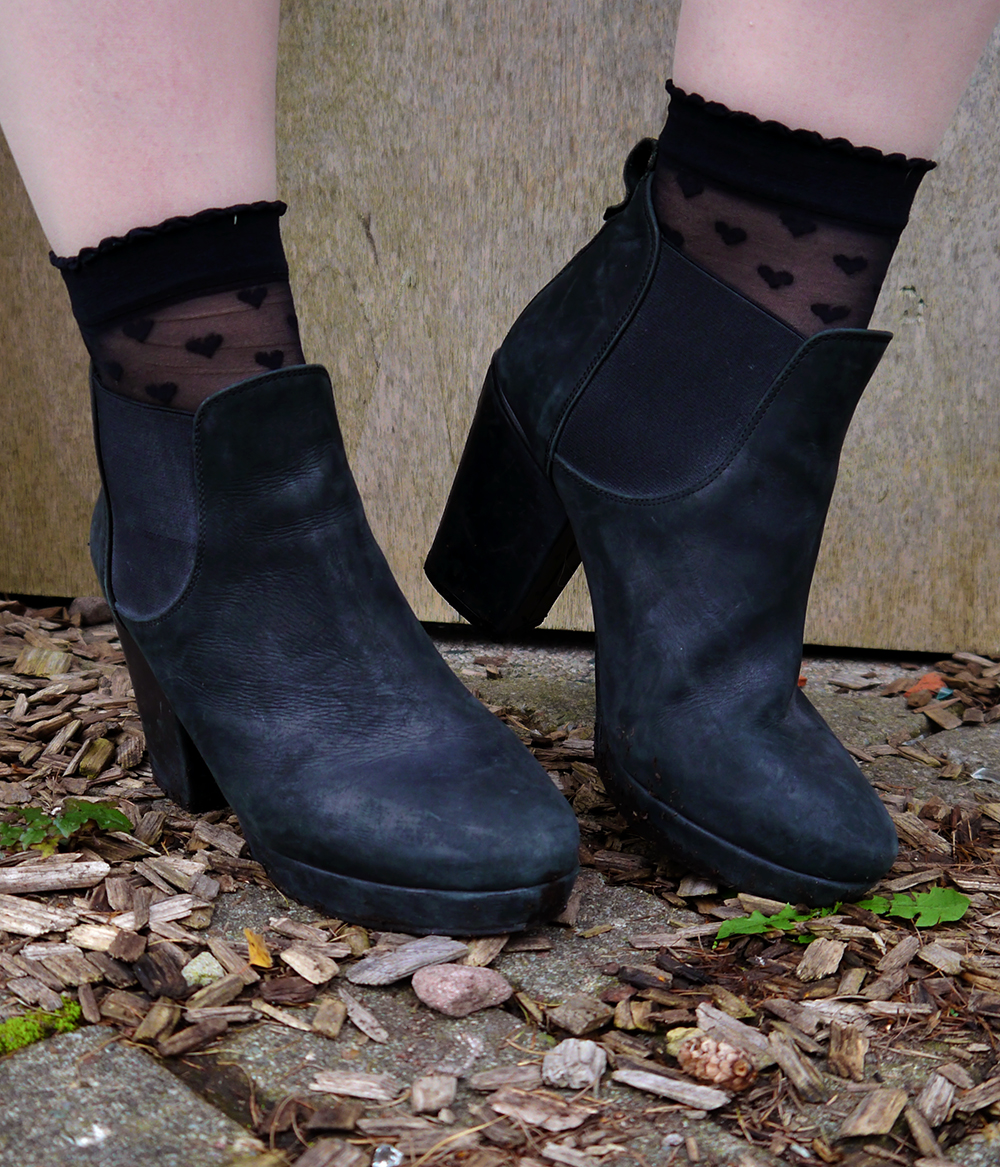 wearable halloween costume, costume from things you already have at home, easy Halloween, Autumn 2015, heart socks, Topshop boots, blogger