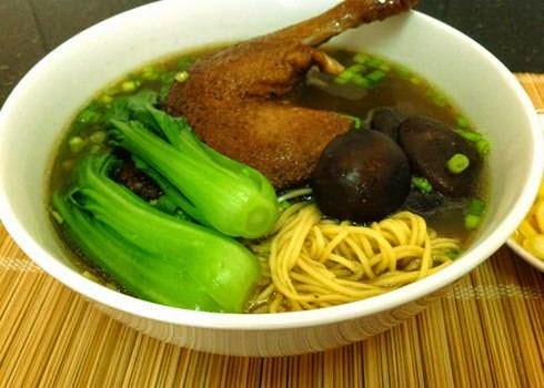Vietnamese Noodle Recipes - Mì Vịt Tiềm