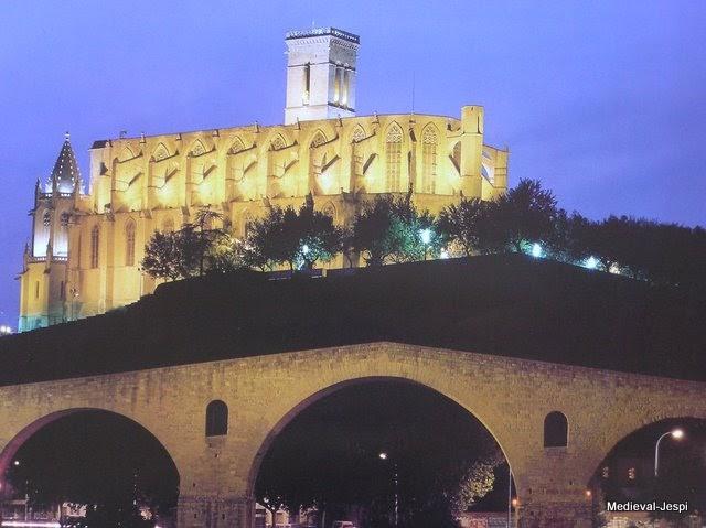 Arquitectura medieval construcci de la seu de manresa for Arquitectura medieval