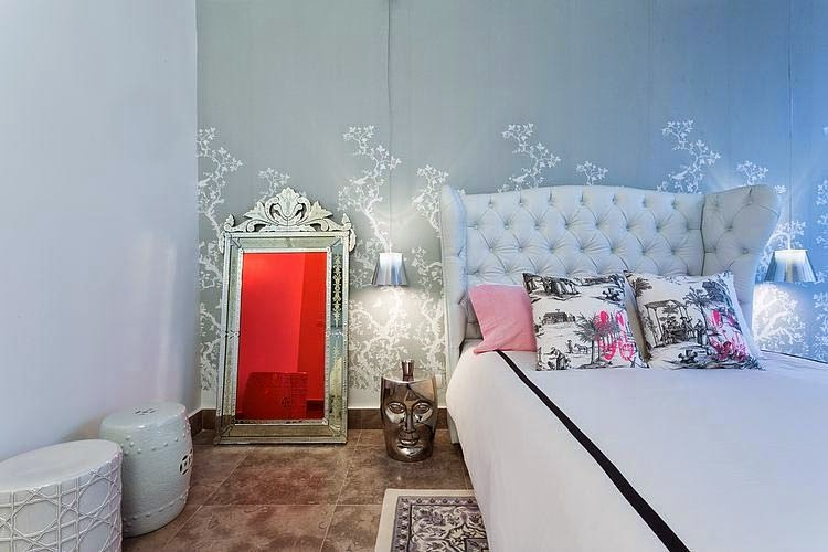 красивый яркий дизайн интерьера дома