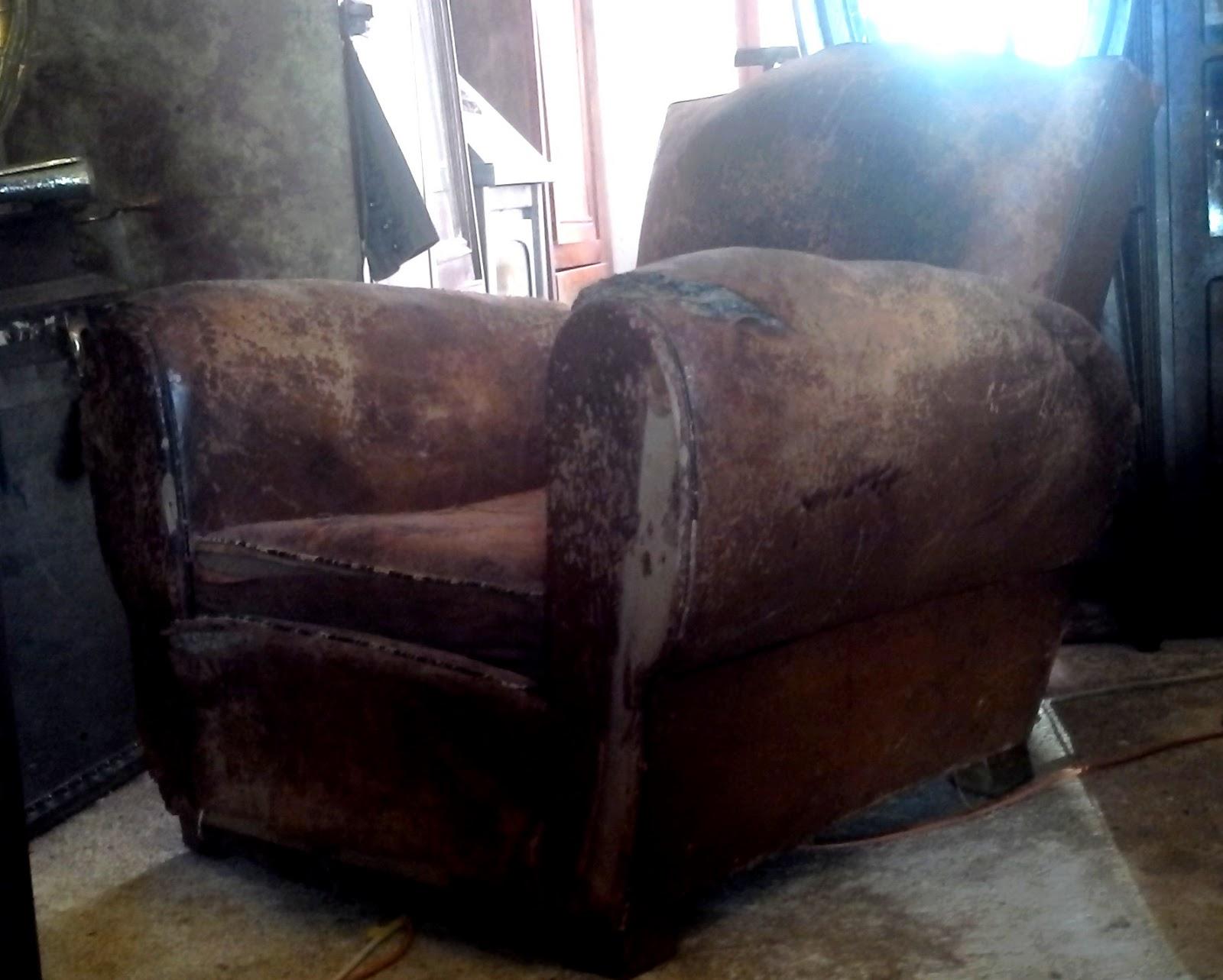 ancien fauteuil club dossier moustache en cuir art d co a. Black Bedroom Furniture Sets. Home Design Ideas